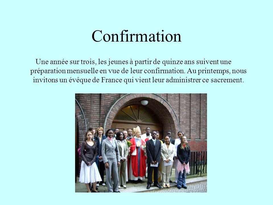 Confirmation Une année sur trois, les jeunes à partir de quinze ans suivent une préparation mensuelle en vue de leur confirmation.