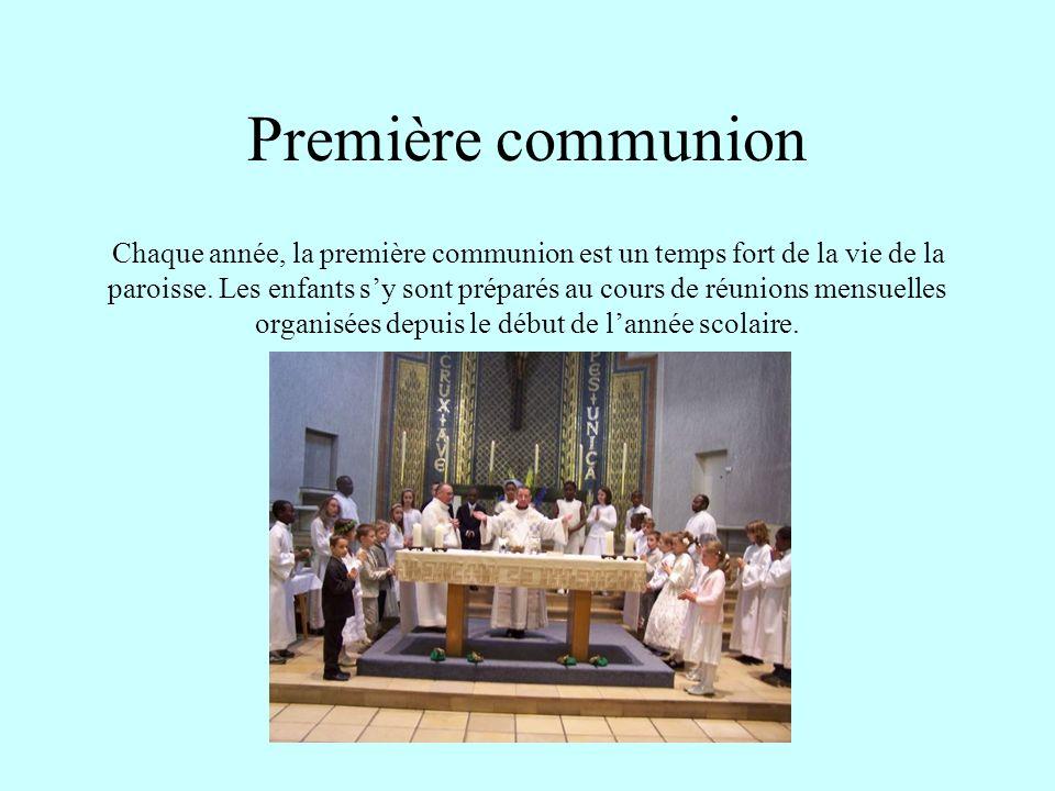 Première communion Chaque année, la première communion est un temps fort de la vie de la paroisse. Les enfants sy sont préparés au cours de réunions m