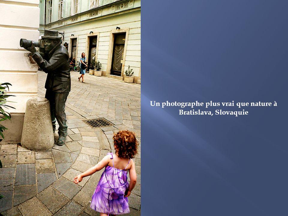Le passe-muraille réalisé par Jean Marais, à Montmartre, Paris