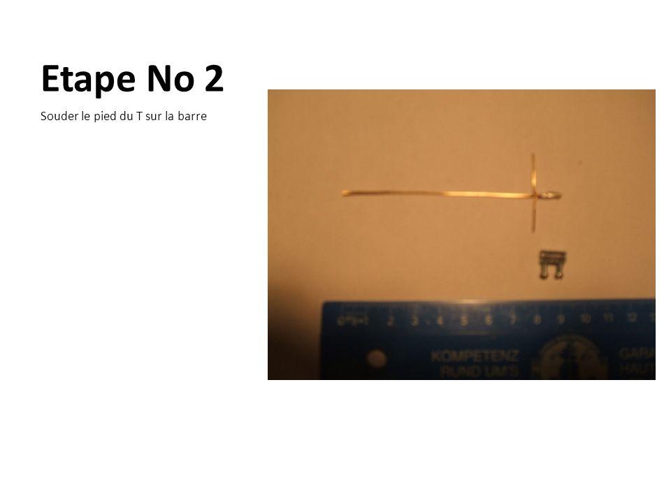 Etape No 3 Serrer fortement les deux vis du serre- fil.