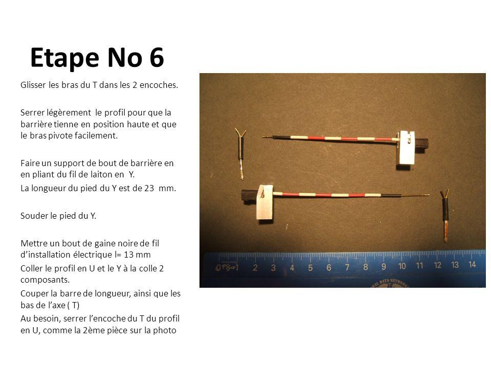 Etape No 6 Glisser les bras du T dans les 2 encoches. Serrer légèrement le profil pour que la barrière tienne en position haute et que le bras pivote