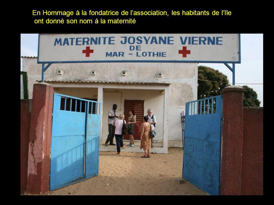 Repas du midi pour les élèves La cantine est utilisée principalement par les élèves de lÎle de Wandié