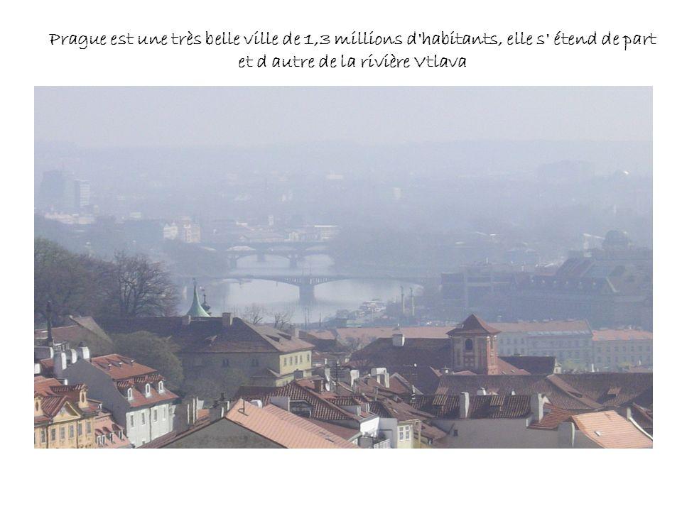 Prague est une très belle ville de 1,3 millions d'habitants, elle s' étend de part et d autre de la rivière Vtlava
