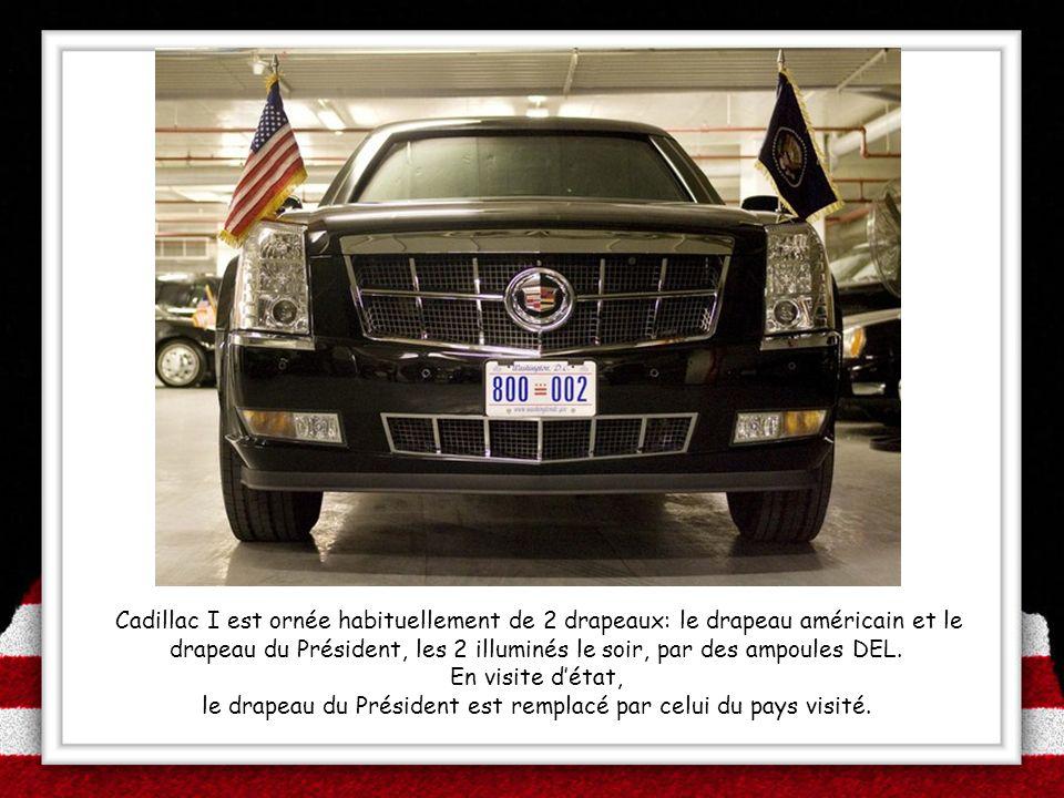 Cadillac I est ornée habituellement de 2 drapeaux: le drapeau américain et le drapeau du Président, les 2 illuminés le soir, par des ampoules DEL. En
