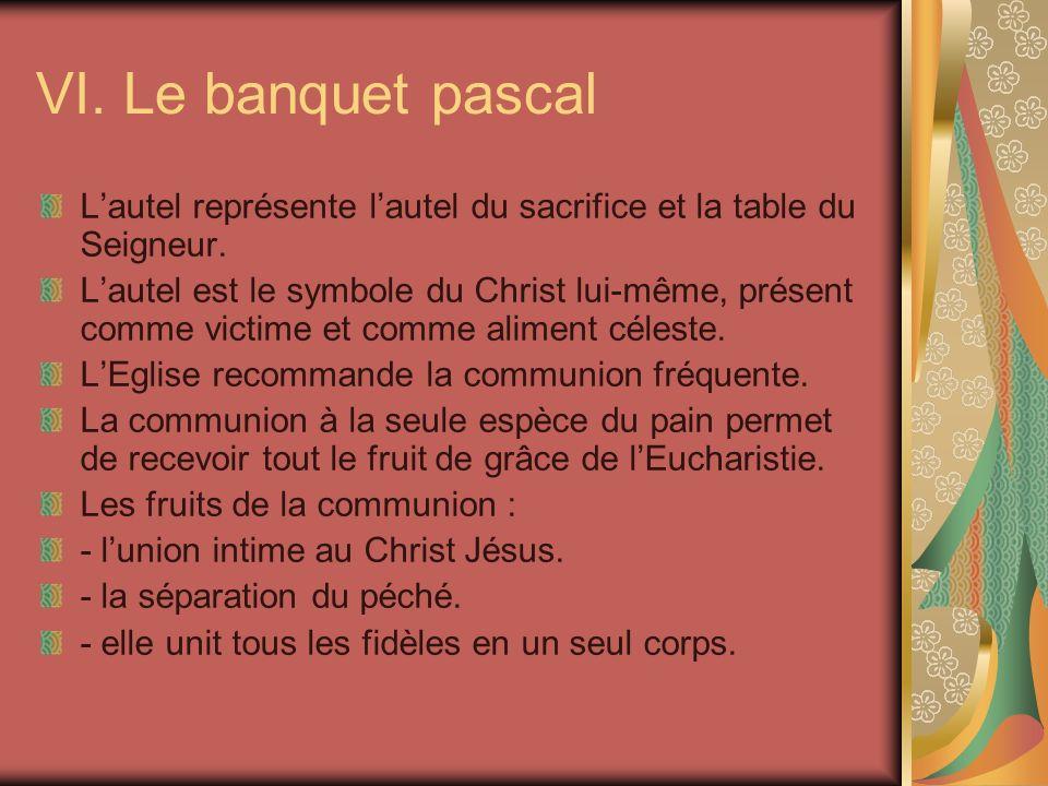 VI. Le banquet pascal Lautel représente lautel du sacrifice et la table du Seigneur. Lautel est le symbole du Christ lui-même, présent comme victime e