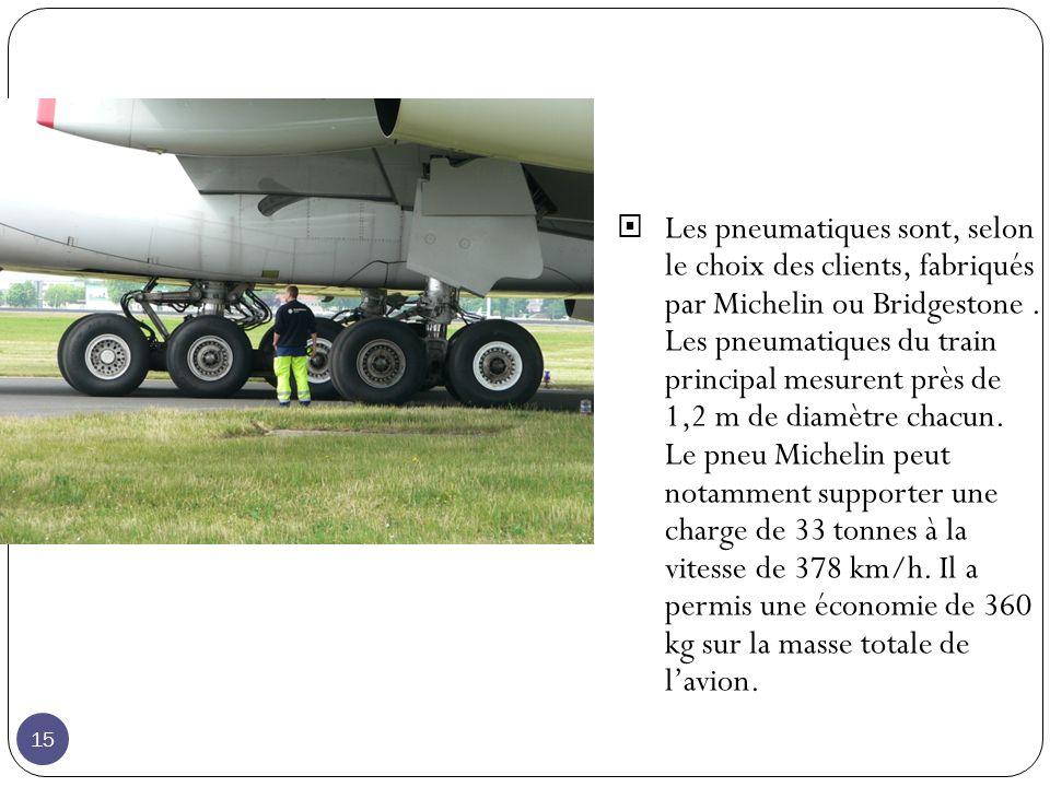 Les pneumatiques sont, selon le choix des clients, fabriqués par Michelin ou Bridgestone.