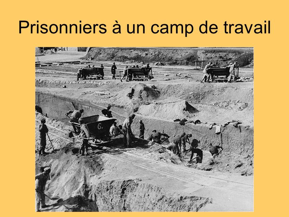 Prisonniers à un camp de travail