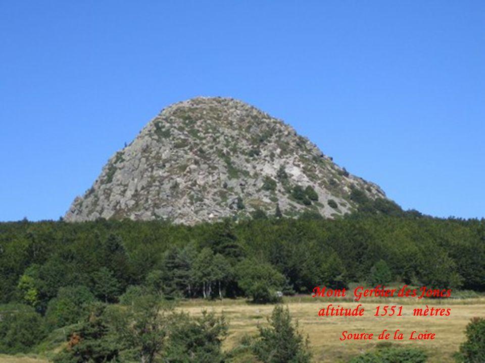Source de la Loire long. 1013 kilomètres Une des 3 sources
