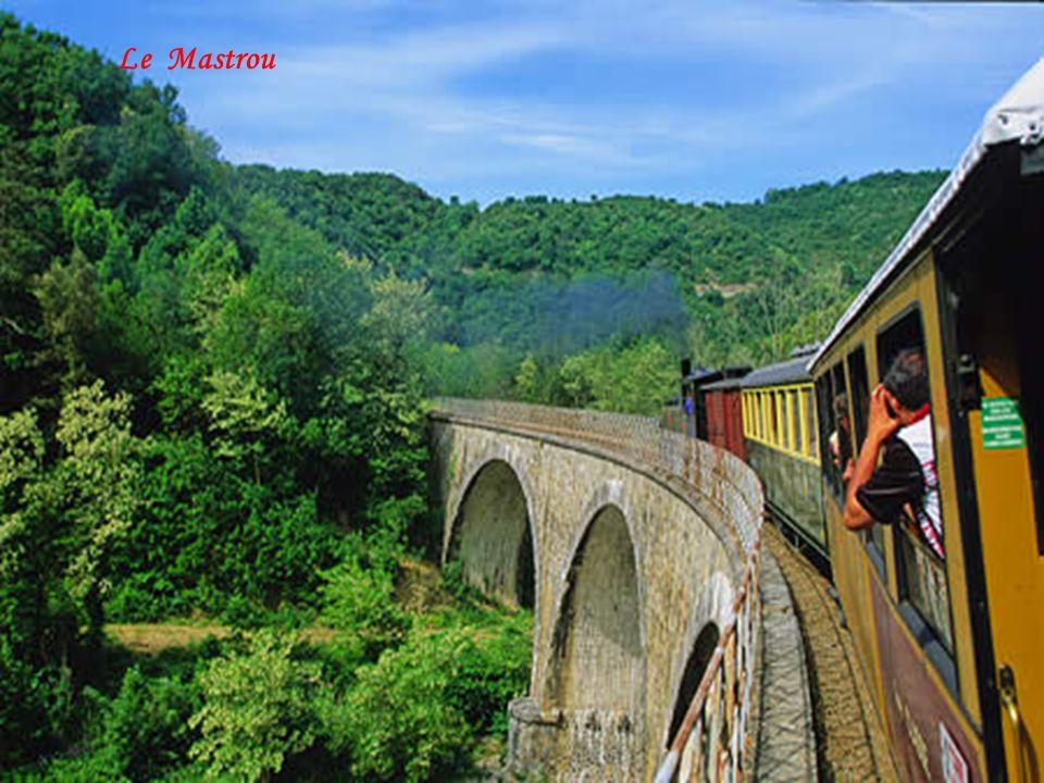 Train touristique le Mastrou Reliant Tournon / Rhône - Lamastre 33 Kilomètres