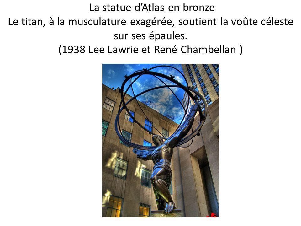 La statue dAtlas en bronze Le titan, à la musculature exagérée, soutient la voûte céleste sur ses épaules. (1938 Lee Lawrie et René Chambellan )