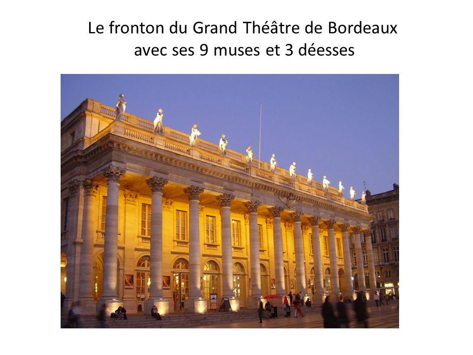 Le fronton du Grand Théâtre de Bordeaux avec ses 9 muses et 3 déesses