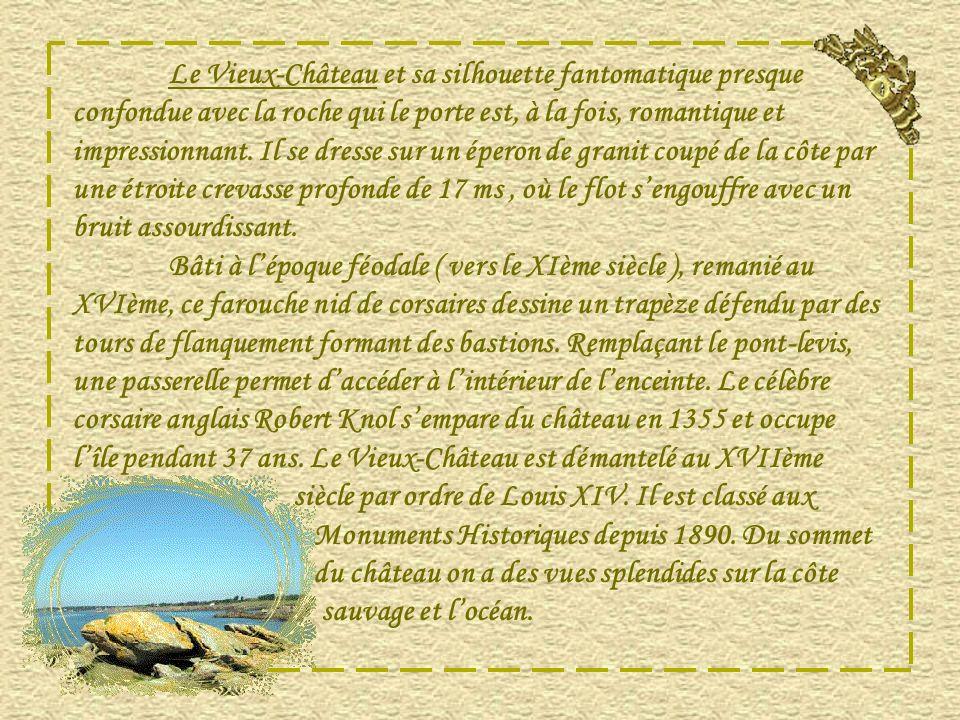 Au large de lanse de la plage des Vieilles se trouve la croix des marins qui étend sa protection sur locéan et protège les marins.