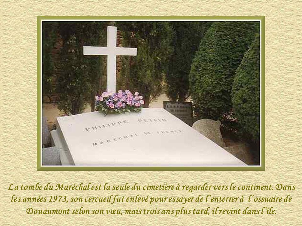 Philippe Pétain est né en 1856, mort en 1951, Maréchal de France et homme politique français, professeur à lEcole de guerre où il insiste sur le rôle
