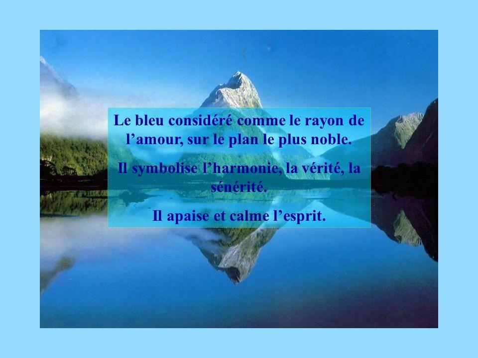 Le bleu considéré comme le rayon de lamour, sur le plan le plus noble. Il symbolise lharmonie, la vérité, la sénérité. Il apaise et calme lesprit.