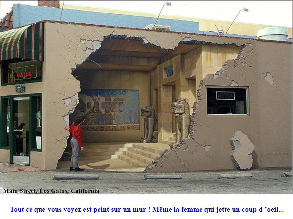 Main Street, Los Gatos, California Tout ce que vous voyez est peint sur un mur ! Même la femme qui jette un coup d oeil...