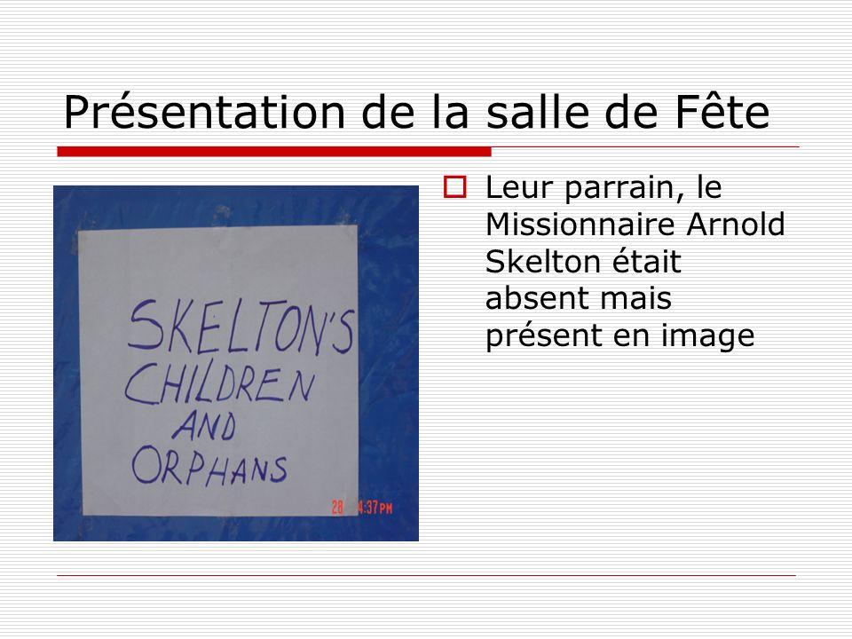 Leur parrain, le Missionnaire Arnold Skelton était absent mais présent en image