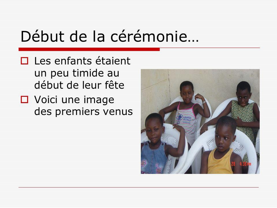 Début de la cérémonie… Les enfants étaient un peu timide au début de leur fête Voici une image des premiers venus