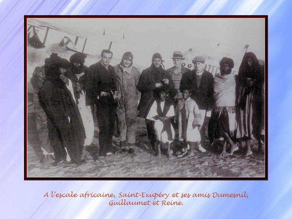 Le 1 er Septembre 1919, Didier Daurat et Jean Dombray prennent les commandes dun Breguet XIV avec des sacs de lettres factices et un passager : le con