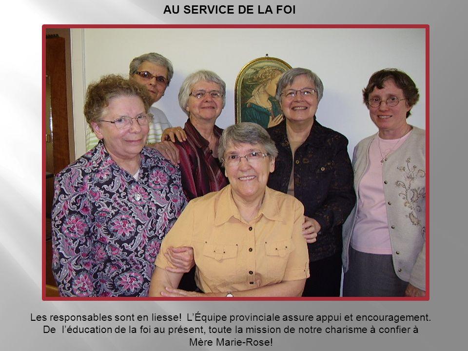 Cours de Sœur Lise Gendron Voilà des catéchètes en joie. Sœur Lise déploie tout son talent dans lart de raconter.!
