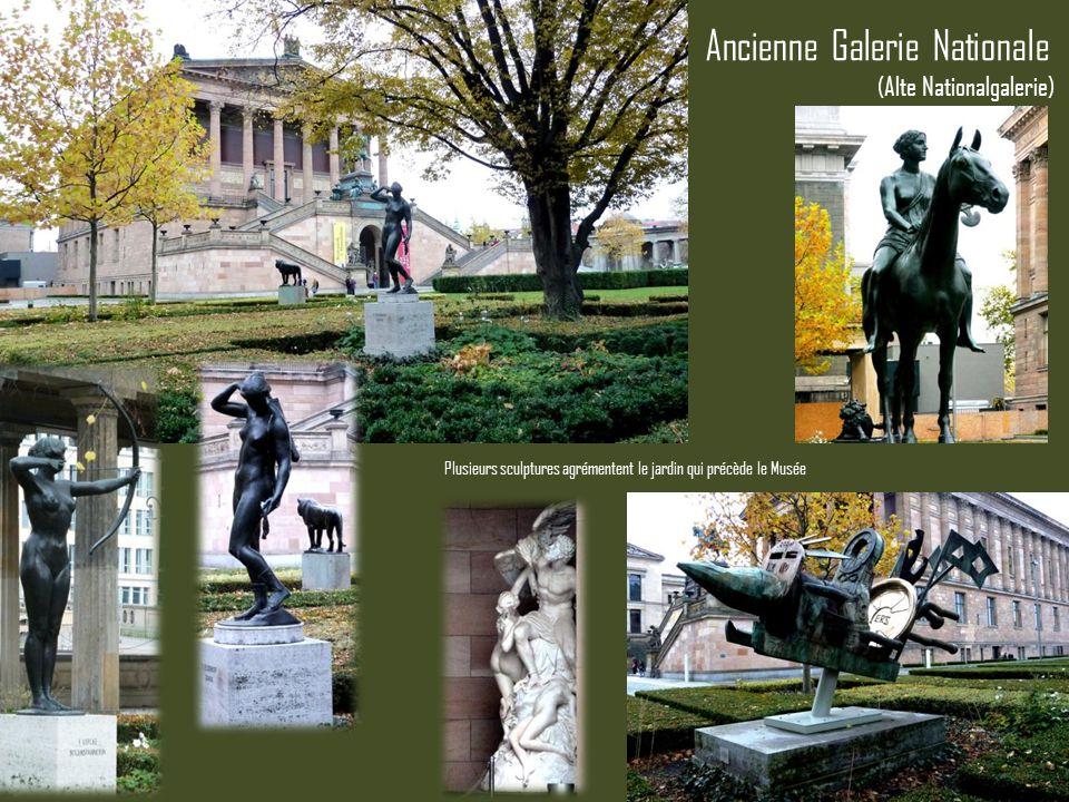 Ancienne Galerie Nationale Plusieurs sculptures agrémentent le jardin qui précède le Musée (Alte Nationalgalerie)
