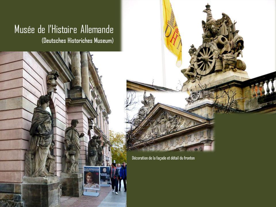 Musée de lHistoire Allemande (Deutsches Historiches Museum) Décoration de la façade et détail du fronton