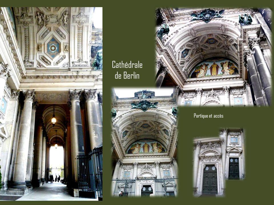 Portique et accès Cathédrale de Berlin