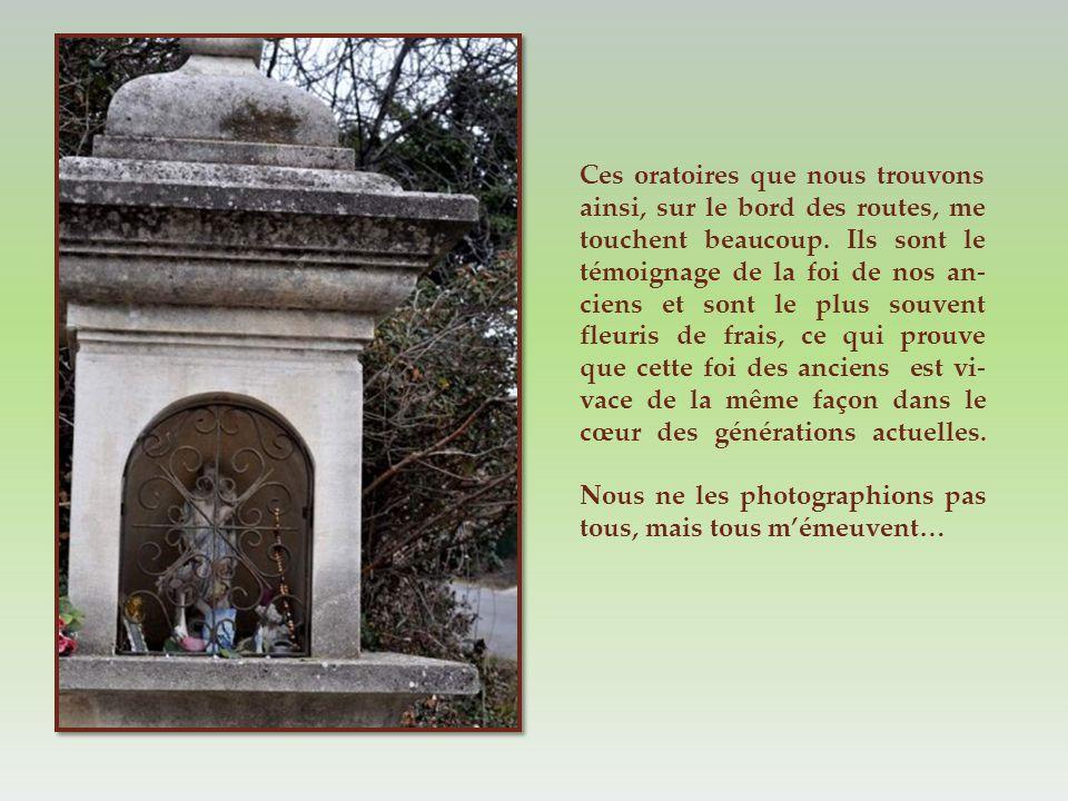Dominant la colline sur la route d Eyguières, encore une ruine de château…