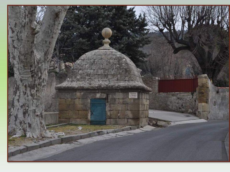 La Fontaine de Bormes abritait une source de première impor- tance pour Eyguières. Ce monument date du XVIème siècle. Elle doit son nom à une villa ro