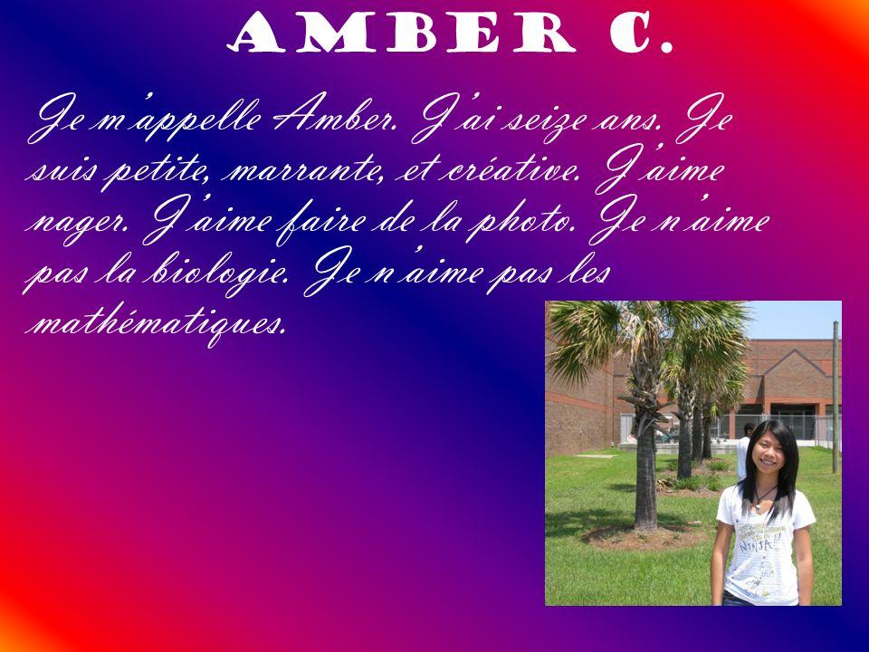 Amber C. Je mappelle Amber. Jai seize ans. Je suis petite, marrante, et créative. Jaime nager. Jaime faire de la photo. Je naime pas la biologie. Je n