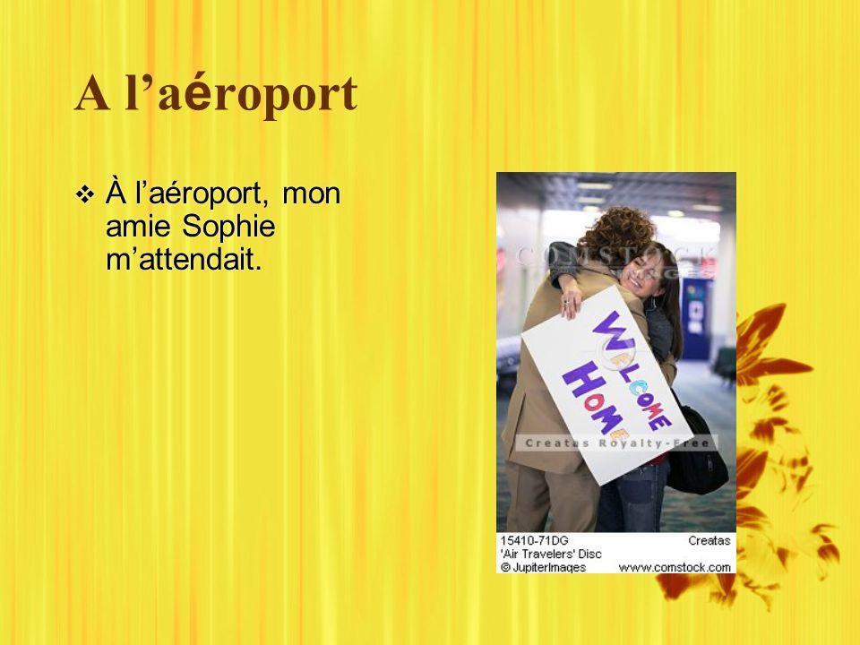 A la é roport À laéroport, mon amie Sophie mattendait.