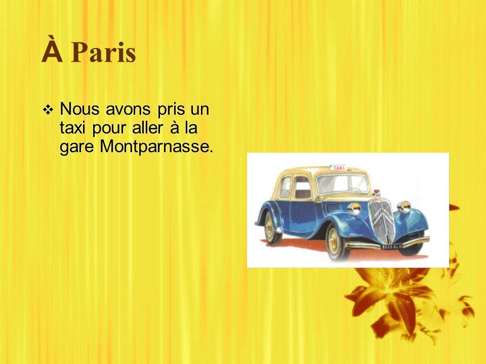 À Paris Nous avons pris un taxi pour aller à la gare Montparnasse.