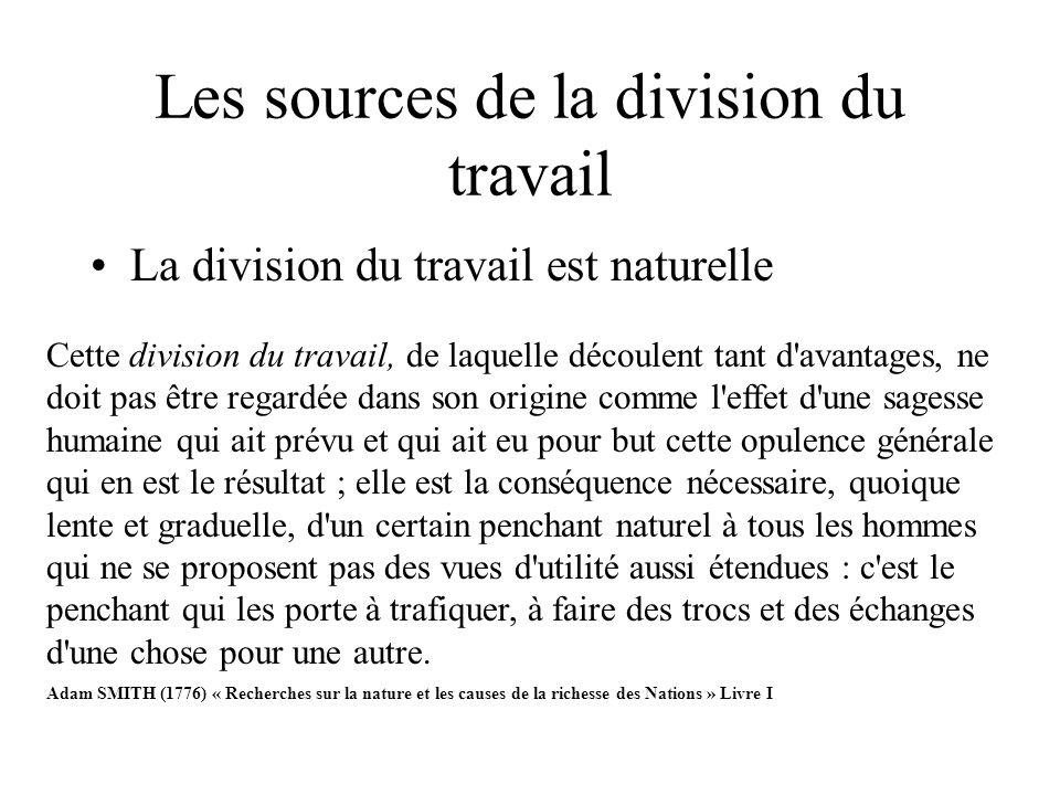 Les sources de la division du travail La division du travail est naturelle Cette division du travail, de laquelle découlent tant d'avantages, ne doit