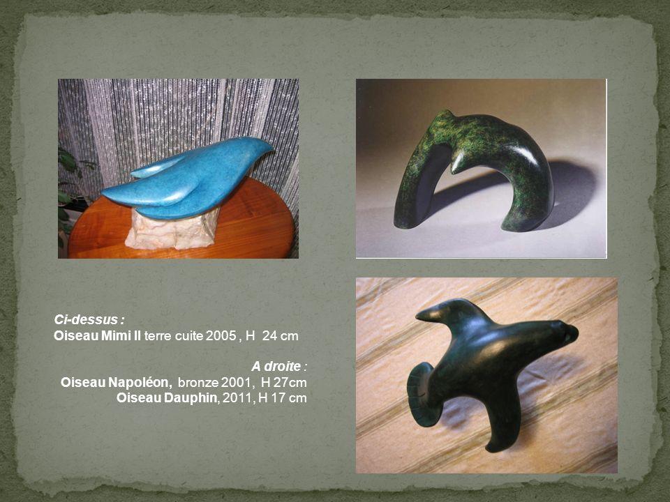 Ci-dessus : Oiseau Mimi II terre cuite 2005, H 24 cm A droite : Oiseau Napoléon, bronze 2001, H 27cm Oiseau Dauphin, 2011, H 17 cm
