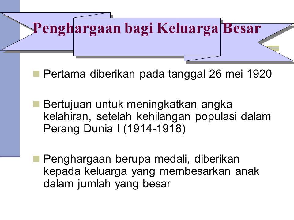 Penghargaan bagi Keluarga Besar Pertama diberikan pada tanggal 26 mei 1920 Bertujuan untuk meningkatkan angka kelahiran, setelah kehilangan populasi dalam Perang Dunia I (1914-1918) Penghargaan berupa medali, diberikan kepada keluarga yang membesarkan anak dalam jumlah yang besar