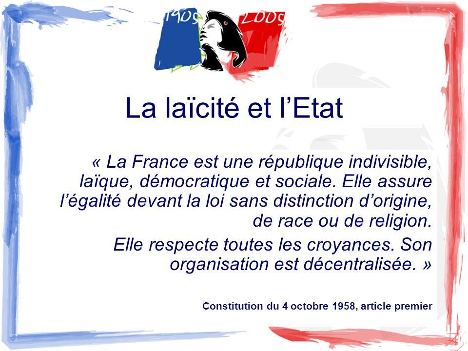 La laïcité et lEtat « La France est une république indivisible, laïque, démocratique et sociale. Elle assure légalité devant la loi sans distinction d