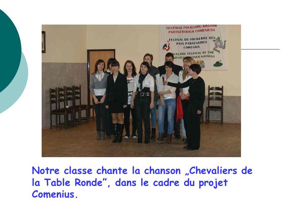 Notre classe chante la chanson Chevaliers de la Table Ronde, dans le cadre du projet Comenius.