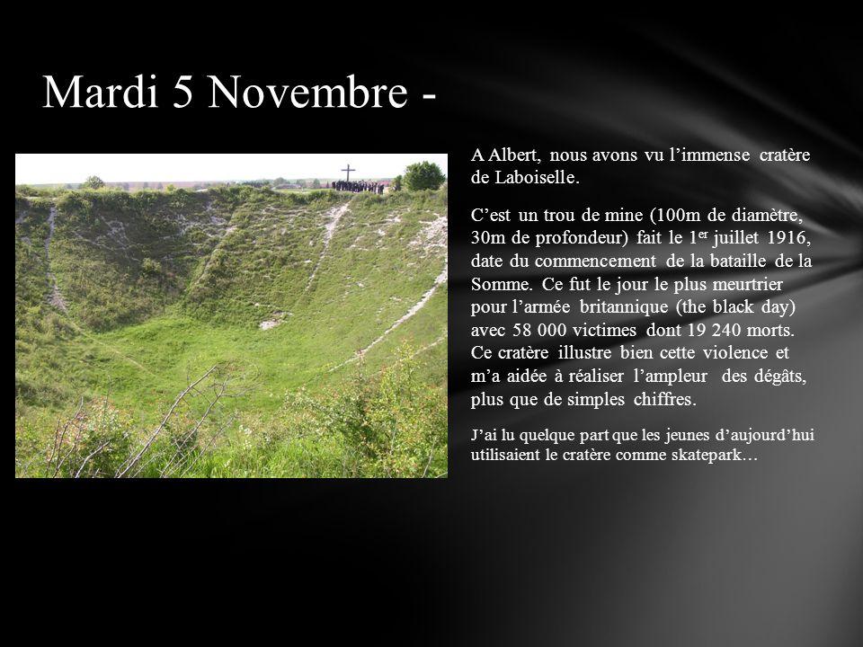 A Albert, nous avons vu limmense cratère de Laboiselle. Cest un trou de mine (100m de diamètre, 30m de profondeur) fait le 1 er juillet 1916, date du