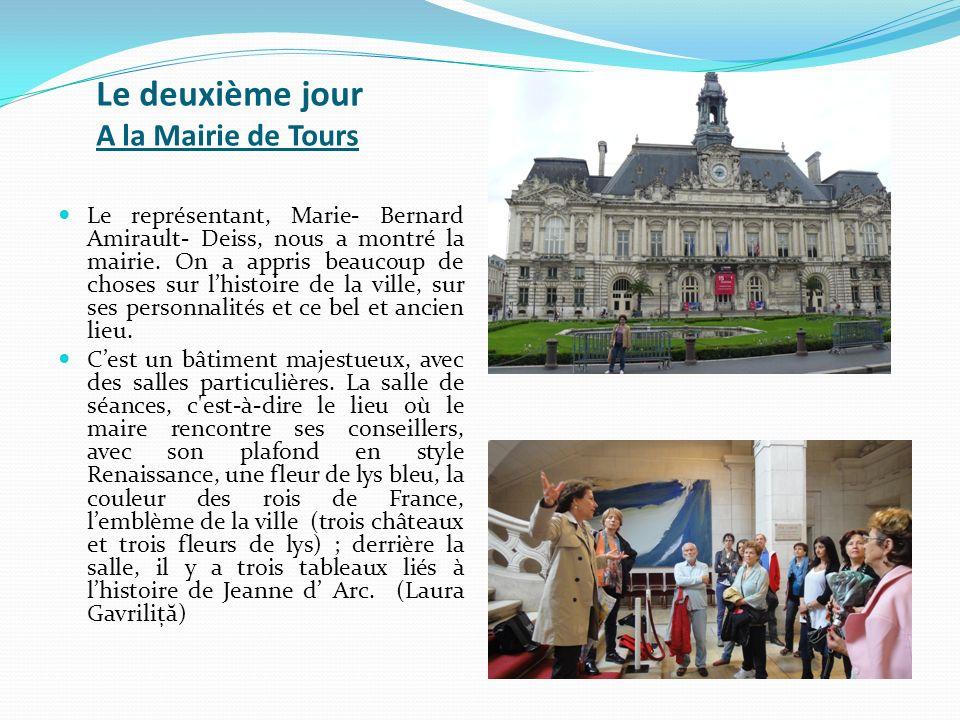 Le deuxième jour A la Mairie de Tours Le représentant, Marie- Bernard Amirault- Deiss, nous a montré la mairie. On a appris beaucoup de choses sur lhi