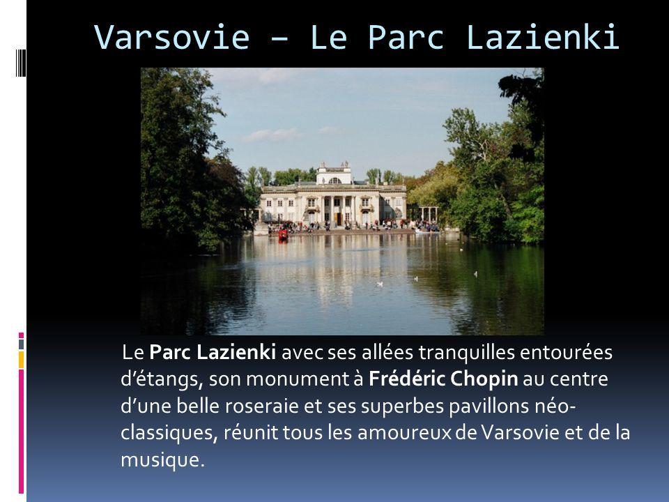 Varsovie – Le Parc Lazienki Le Parc Lazienki avec ses allées tranquilles entourées détangs, son monument à Frédéric Chopin au centre dune belle roseraie et ses superbes pavillons néo- classiques, réunit tous les amoureux de Varsovie et de la musique.