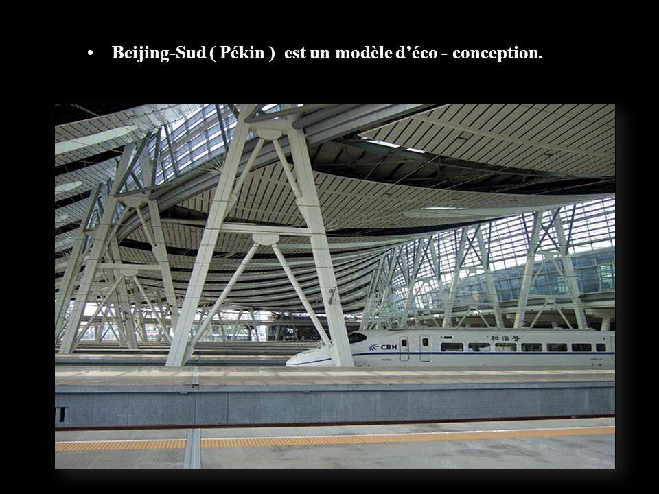 Beijing-Sud est le point central du réseau ferroviaire grande vitesse de Chine et détient le titre de Plus Grande Gare dAsie (Zone d'attente )