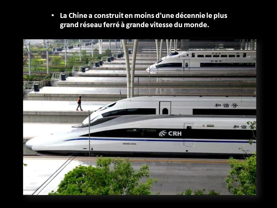 Le bâtiment ressemble plus à un aéroport quà une gare traditionnelle, avec 24 plateformes permettant le passage de 30.000 personnes par heure