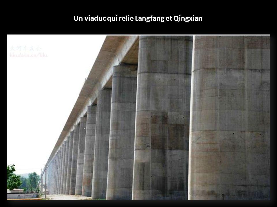 Le Grand viaduc de Pékin (Chine, 2011) : 48,1 km de long. Ce pont ferroviaire fait également parti du trajet Pékin – Shanghaï.