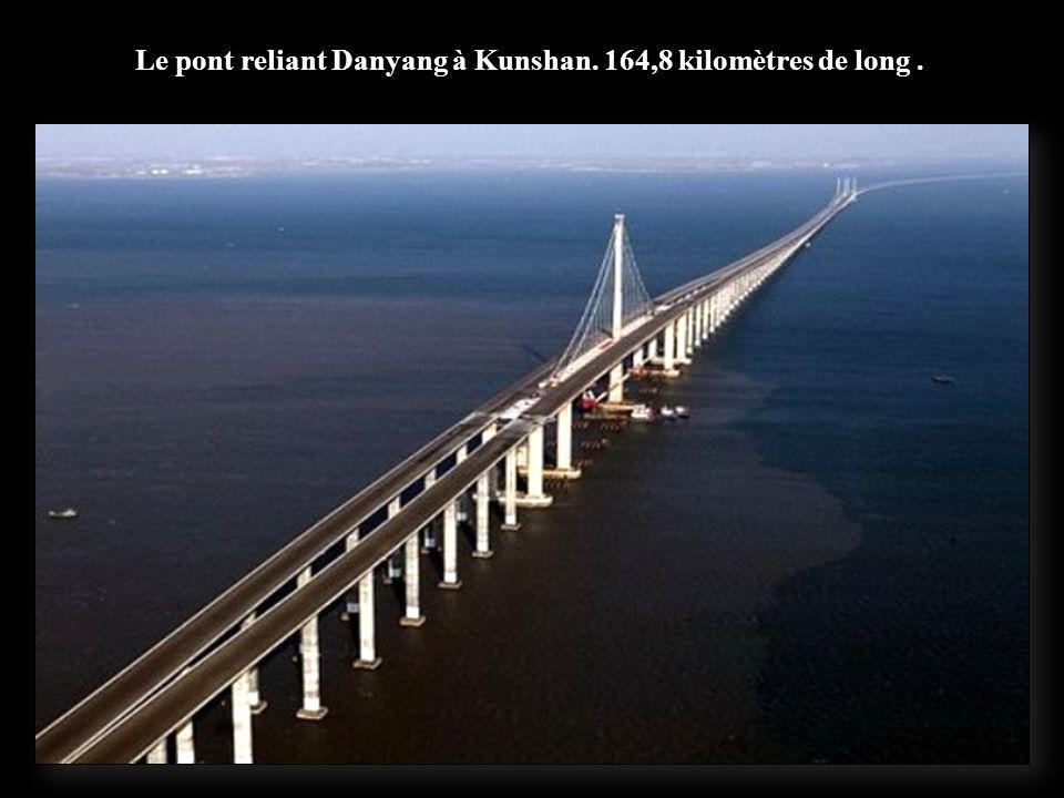 Un viaduc qui relie Langfang et Qingxian