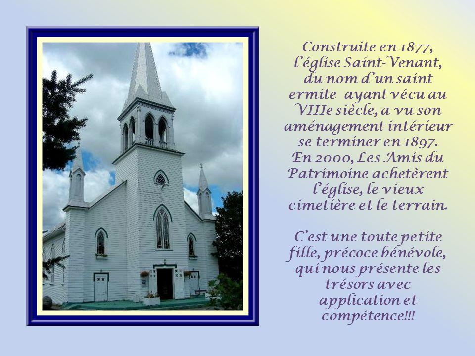 Construite en 1877, léglise Saint-Venant, du nom dun saint ermite ayant vécu au VIIIe siècle, a vu son aménagement intérieur se terminer en 1897.
