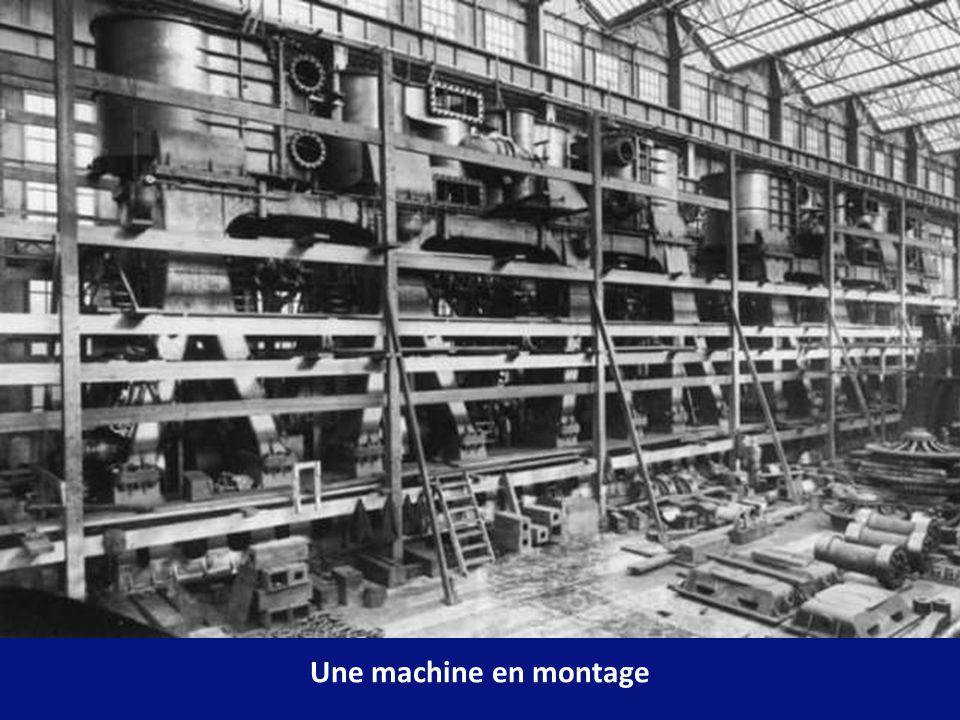 La propulsion était assurée par un acheminement de vapeur des machines alrenatives vers la turbine à basse pression vers lhélice centrale.