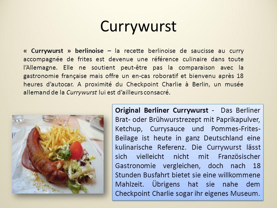 Currywurst Original Berliner Currywurst - Das Berliner Brat- oder Brühwurstrezept mit Paprikapulver, Ketchup, Currysauce und Pommes-Frites- Beilage ist heute in ganz Deutschland eine kulinarische Referenz.