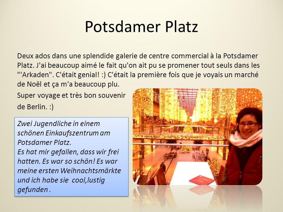 Potsdamer Platz Deux ados dans une splendide galerie de centre commercial à la Potsdamer Platz.