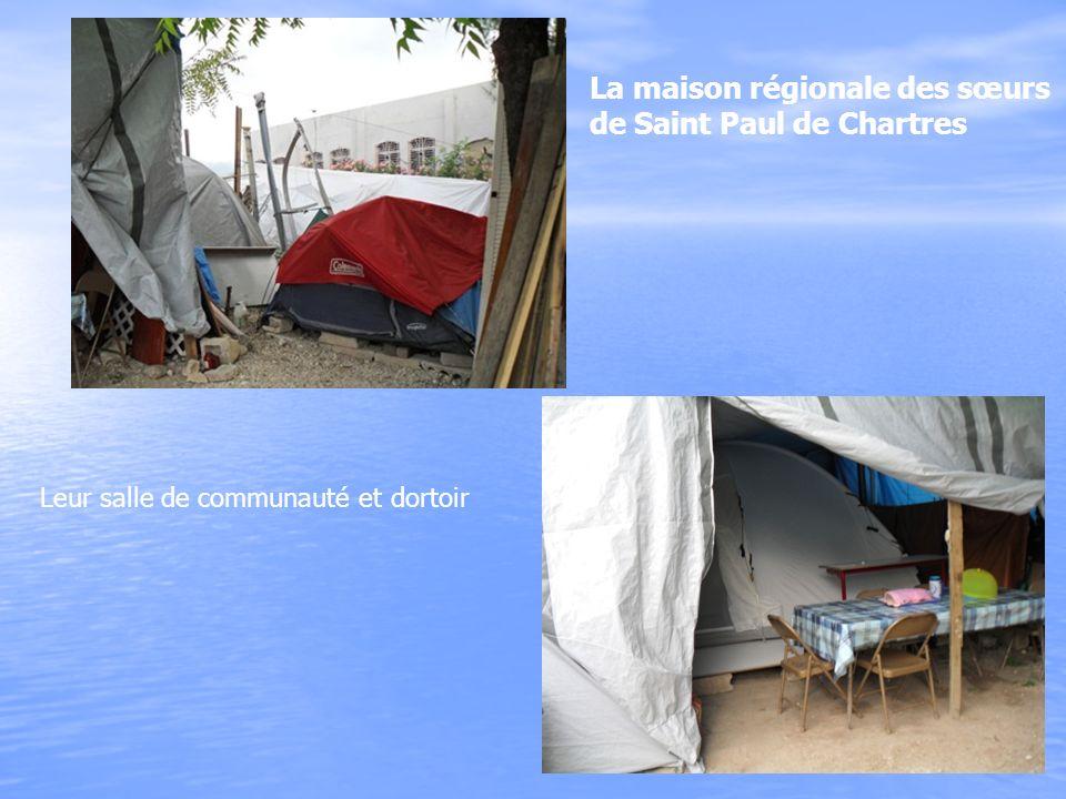La maison régionale des sœurs de Saint Paul de Chartres Leur salle de communauté et dortoir