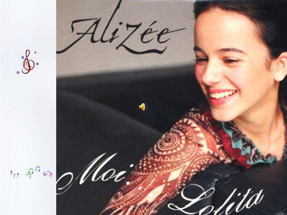 Alizée, acharnée devant ce qui est en train de se produire et de plus en plus demandée à la télévision et dans les interviews, ne va pas tarder à prendre des cours particuliers (elle est en 1ère scientifique) car son emploi du temps est surchargé.