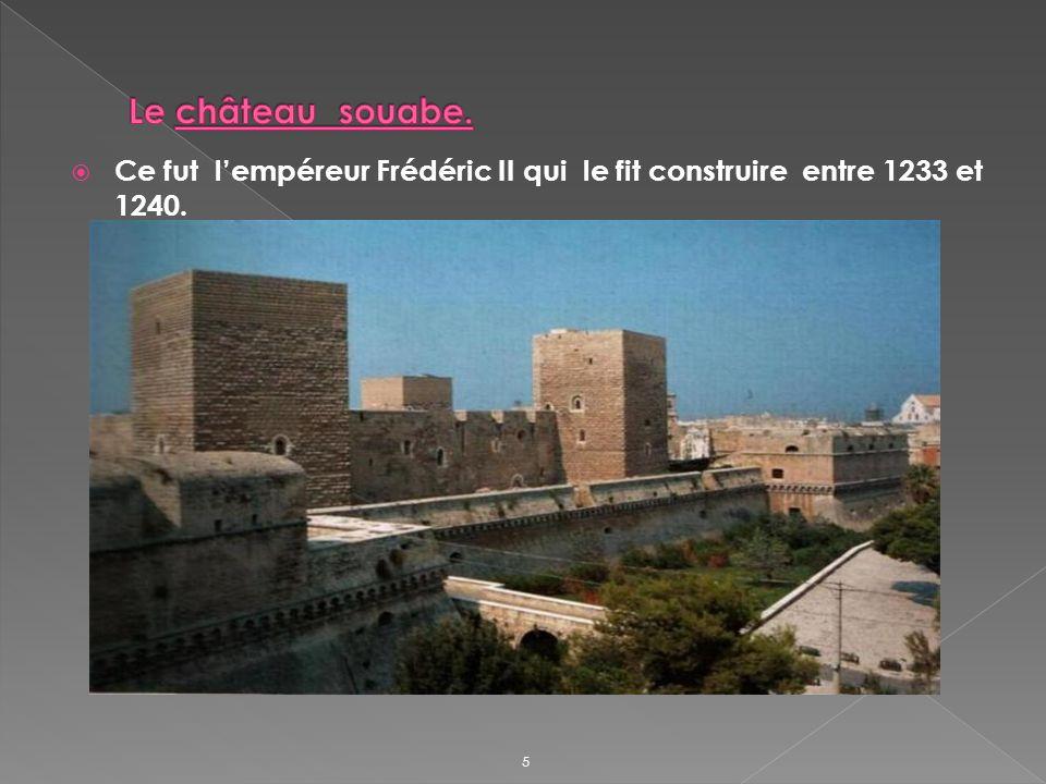 Ce fut lempéreur Frédéric II qui le fit construire entre 1233 et 1240. 5